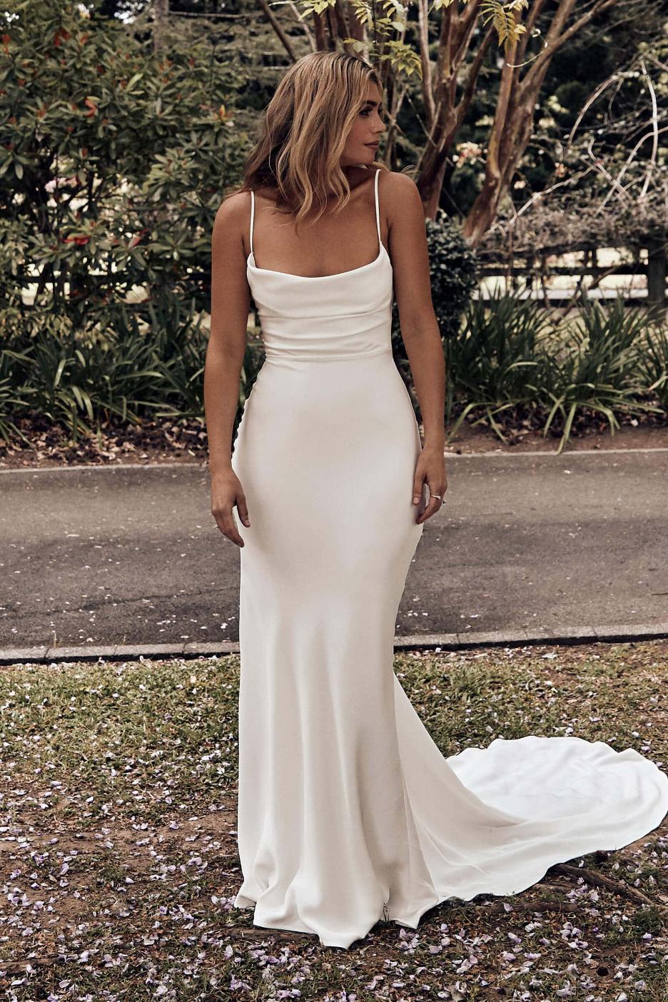 Best Beach Wedding Dresses For Seaside Ceremony Wedding Estates